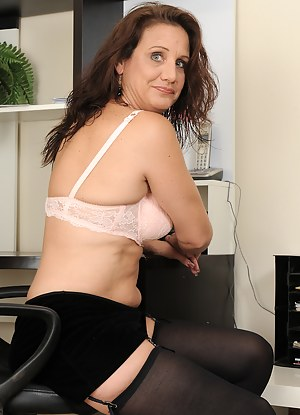 Moms Stockings Porn Pictures