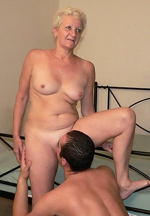 Moms Pussy Licking Porn Pictures