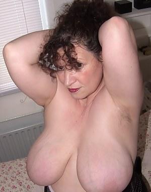 Brunette Moms Porn Pictures